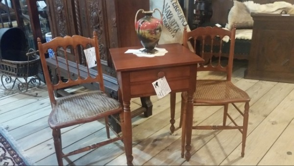Willett Furniture Kentucky golden beryl maple 2 drawer side table with beautiful turned legs and two 19th century spindleback chairs with cane seats