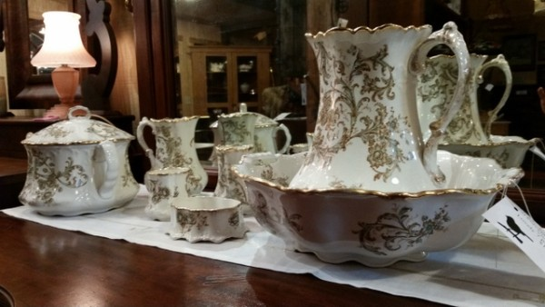 Maddock's Lamberton Works Royal Porcelain circa 19th century Victorian Era Lovely 7 piece Chamber set